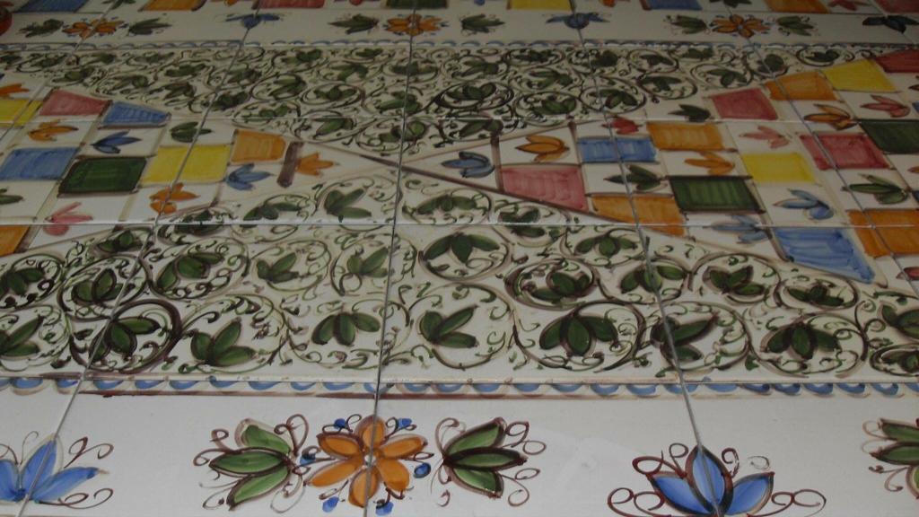 Tavolo ovale lavica ceramizzata con foglia piscitello ceramiche
