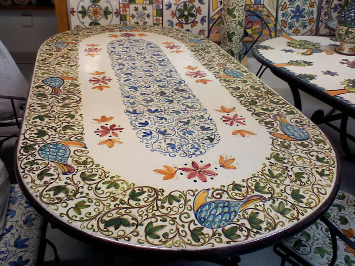 Tavolo con piastrelle ceramica come rinnovare un vecchio tavolo